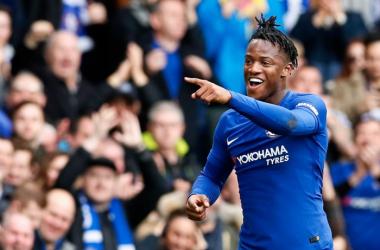 Michy Batshuayi esulta per uno dei suoi due gol segnati ieri contro il Newcastle.   Chelsea FC, Twitter.