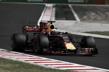 El RB13 de Ricciardo en acción   Foto: Fórmula 1