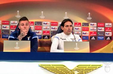 Milinkovic-Savic e Simone Inzaghi durante la conferenza di oggi. | S.S. Lazio, Twitter.