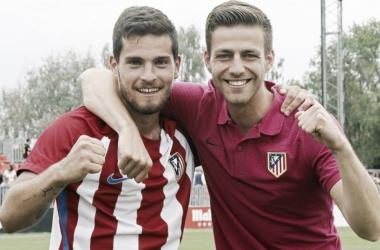 Olabe y Sergi celebran el ascenso a Segunda B | Foto: Atlético de Madrid.