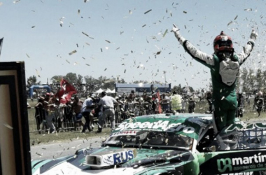 Canapino festejando el título   Foto: Campeones