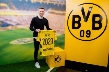Marco Reus nel momento dell'annuncio del suo rinnovo contrattuale. | Borussia Dortmund, Facebook.