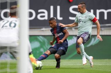 Franck Ribery (oggi capitano) qui non riesce a fermare l'avanzata di Dagba. | @FCBayernEN, Twitter.