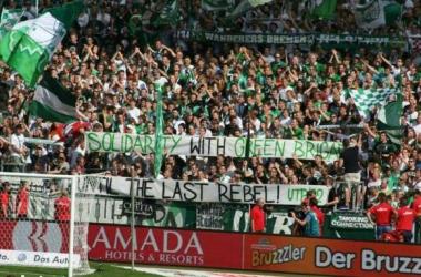 Manifesto em apoio à Green Brigade feito pela torcida do Werder Bremen (Foto: Wellenbrecher)