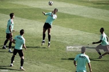 Ronaldo em ação durante o treino desta quarta-feira, na Cidade do Futebol, em Oeiras.