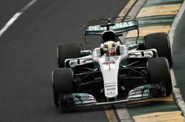 Hamilton a bordo de su Mercedes | Foto: Fórmula 1
