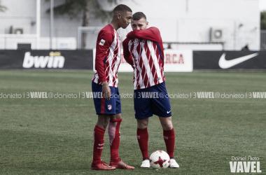 Keidi y Manny conversan antes del lanzamiento de una falta | Foto: Daniel Nieto - VAVEL.com.