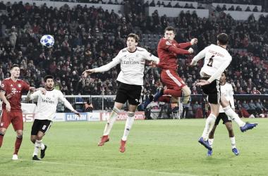 Lewandowski marcou duas vezes de cabeça (Divulgação/Bayern)