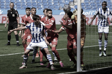 Jules Koundé despejando un balón en la línea de gol / Foto: Real Sociedad