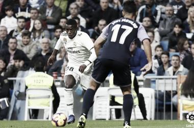 Javi Moyano, defendiendo el partido entre el Real Madrid - Real Valladolid. Fotografía: LaLiga