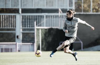 Borja Fernández controlando el balón en un entrenamiento del Real Valladolid, Fotografía: Real Valladolid