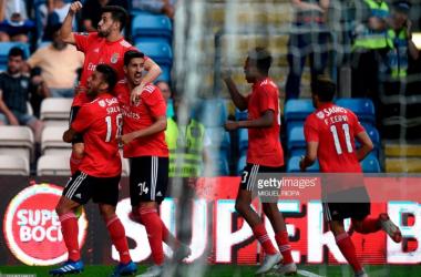 Pizzi festeja com a equipa após marcar ao adversário