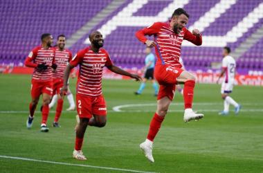 Quini celebra un gol que le ha dado puntos al Granada en el tramo final. Foto: Granada CF.