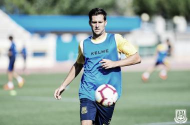 David Fernández durante uno de los entrenamientos del Alcorcón. Foto: @AD_Alcorcon