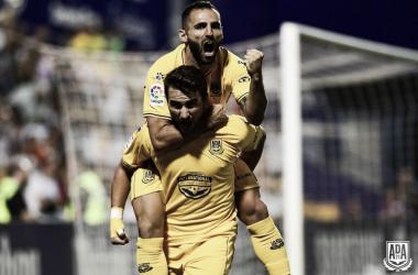 Juan Muñoz celebra un gol con sus compañeros. Foto: AD Alcorcón.