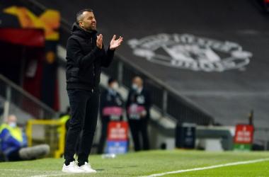 Diego Martínez durante el encuentro ante el Manchester United. Foto: Pepe Villoslada / Granada CF.