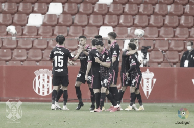 El Tenerife suma un punto en El Molinón (1-1)