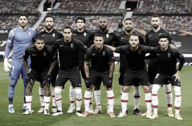 Imagen de los jugadores antes de disputar el que sería su último partido europeo de la temporada. Foto: Pepe Villoslada / Granada CF