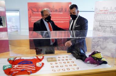 Pepe Macanás junto a Diego Martínez en la exposición del club. Foto: Pepe Villoslada / Granada CF.