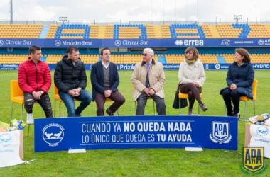 La AD Alcorcón presenta la campaña solidaria la #GranRecogida2016