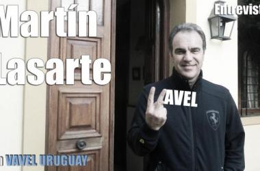 Martín Lasarte tras la entrevista. Foto de Diego Meleiro.