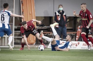Freiburg vence confronto direto e impõe terceira derrota seguida ao Hertha Berlin