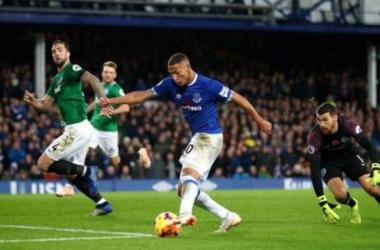 Un inspirado Richarlison da la victoria al Everton