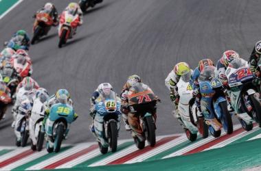Increíble imagen de carrera de Moto3 en Mugello 2017. Foto: motogp.com
