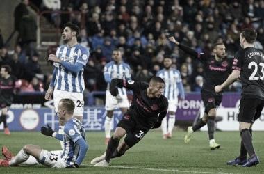 Resumen Huddersfield Town vs Everton en la Carabao Cup (1-2)