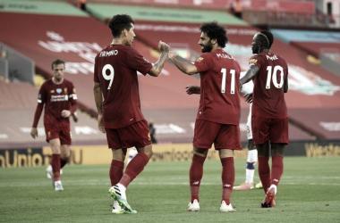 Com golaço de Fabinho, Liverpool goleia Crystal Palace no retorno de Salah