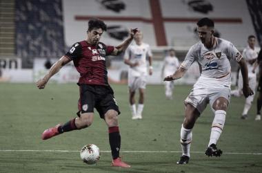 Cagliari pressiona, mas perde chances e não sai do zero com Lecce