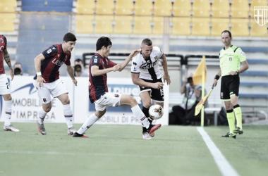 Com dois gols nos acréscimos, Parma arranca empate com Bologna