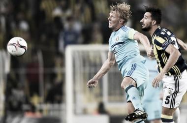 Fenerbahçe supera Feyenoord e vira líder do Grupo A na Europa League