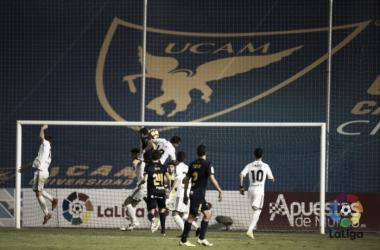 El Oviedo consigue los tres puntos ante un UCAM Murcia que mereció más