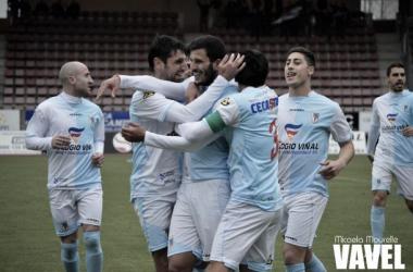 Fotos e imágenes del SD Compostela 2-0 UP Langreo de la jornada 29, Segunda División B Grupo I