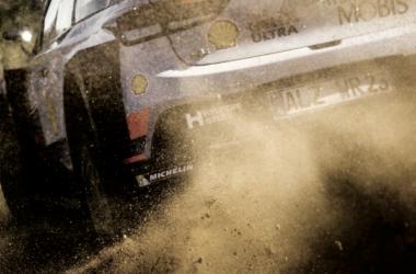 Parte trasera del Hyundai I20 WRC pilotado por Neuville / vía: wrc.com