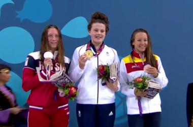 La nadadora española Marina Castro, en el podio de los 800 metros estilo libre con la medalla de bronce. Foto: COE.
