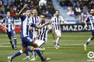 Kivo Ollvas se dispone a disputar un balón en el partido / Foto: Laliga
