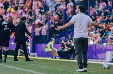 Sergio quejándose de alguna de las acciones de los suyos en esta temporada / REAL VALLADOLID