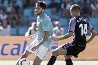 Rubén Alcaraz disputando un balón // Foto: La Liga