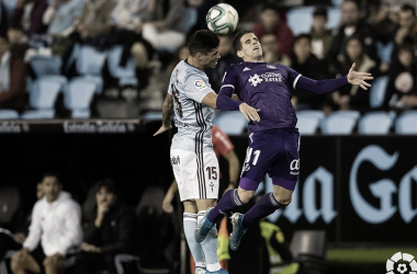Hervías disputando un balón junto a Olaza // Foto: Real Valladolid