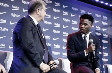 Joan Laporta y Ansu Fati en el acto de renovación del jugador culé. | Foto: FC Barcelona