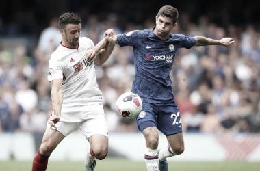 Sheffield United e Chelsea põem boas fases à prova em confronto por vaga nos torneios europeus