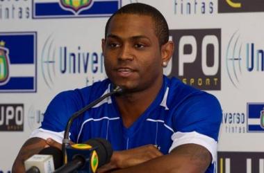 Jobson atuou discretamente do São Caetano e foi afastado do elenco, e até jogou alguns minutos em uma partida do time B na Copa Paulista (Foto: Reprodução/Rubens Cavallari/Folhapress)
