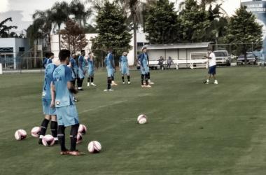 Jogadores em treino desta sexta-feira na Toca da Raposa II (Foto: Gustavo Souza/VAVEL Brasil)