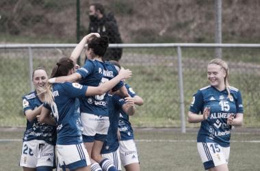 Las jugadoras del Real Oviedo celebran uno de los goles del partido. Foto: Ara DC.