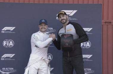 O segundo piloto da Mercedes em 2018 está fazendo do dever de casa para bater Lewis Hamilton (Reprodução Twitter F1)