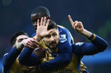 L'Arsenal vince 2-0 sul campo dell'Aston Villa e si prende la vetta momentanea