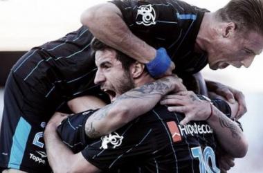 Racing festeja en cancha de Independiente. Foto: Infobae