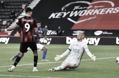 Bournemouth goleia Leicester de virada e mantém viva luta contra rebaixamento